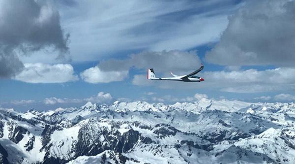 Der Duo Discus 'F4' über den Alpen